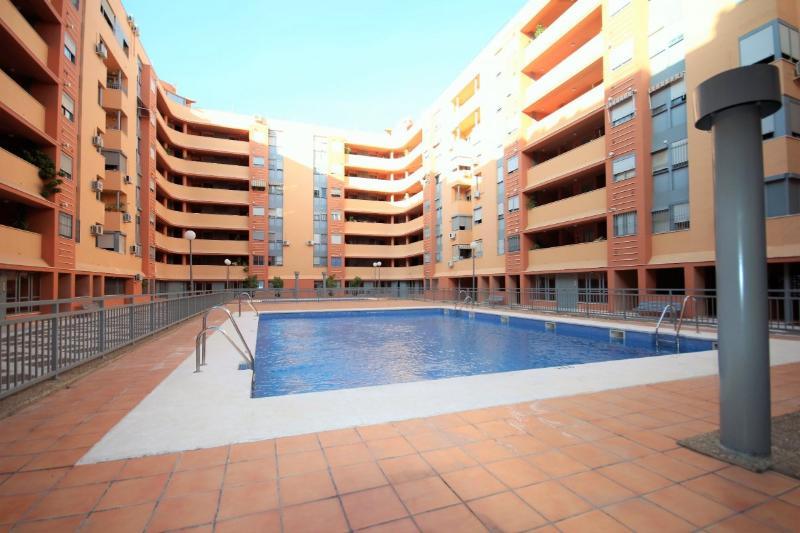 piso con piscina en Amate